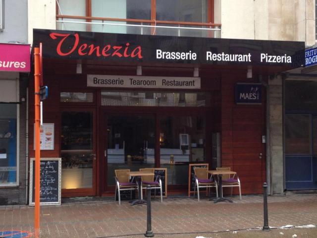 Ernaast is in brasserie  Elias  het restaurant Venezia overgeplaatst. Elke dag dagschotel voorgerecht en hoofdschotel 10,00€elke dag open vanaf 11h30 dinsdag gesloten