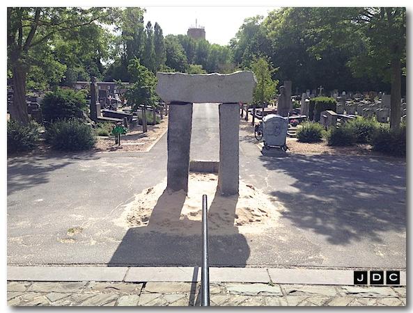 THE MILLENIUM GATE. op het Kerkhof