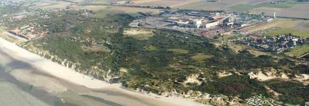 Dunes Dewulf met achteraan de staalfabriek