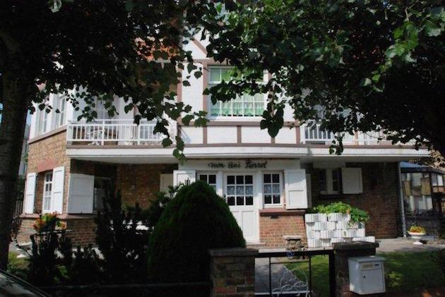 Eén van de nog enige resterende Dumontvilla's in de Houtsaegerwijk