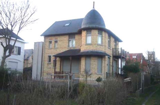 Villa Miette. Links modene aanbouw